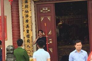 Lạng Sơn: Xử lý đối tượng cầm dao đòi tự tử tại cửa Đền Tà Phủ