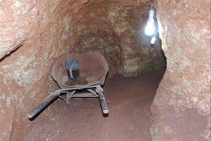 Phạt nhóm đào địa đạo tìm vàng hơn 500 triệu đồng