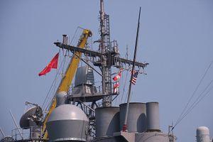 Tuần dương hạm USS Lake Champlain vào cảng Đà Nẵng