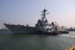 Sau tàu tuần dương, tàu khu trục Mỹ đã cập cảng Tiên Sa