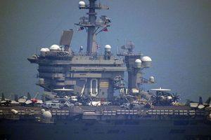 Chiêm ngưỡng tàu sân bay Mỹ USS Carl Vinson đang neo đậu ở Cảng Tiên Sa
