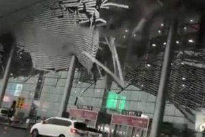 Mưa to, gió lớn làm sập mái sân bay ở Trung Quốc