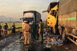 Đâm vào đuôi xe tải nổ lốp giữa đường, tài xế 26 tuổi tử vong tại chỗ