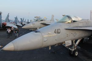 Cận cảnh kho vũ khí 'khủng' trên tàu sân bay USS Carl Vinson ở Đà Nẵng