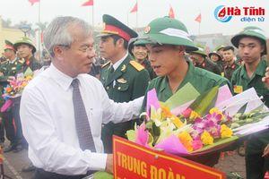 Hà Tĩnh tiễn 1.000 tân binh lên đường làm nhiệm vụ