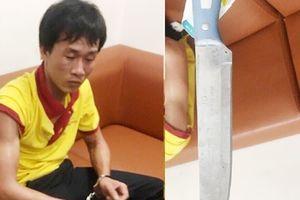 Bị nhắc nhở, tài xế rút dao tấn công nhân viên an ninh sân bay