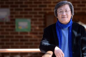 30 năm làm gia công, 'vua túi' Hàn Quốc thành tỷ phú ở tuổi 62