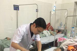 Cấp cứu thành công bệnh nhân down bị xương gà đâm thủng ruột