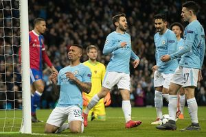 Sao trẻ ghi bàn, Man City ung dung đi tiếp dẫu thua trận