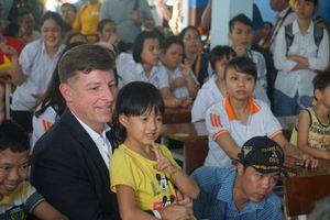 Hải quân Mỹ thăm nạn nhân chất độc da cam tại Đà Nẵng