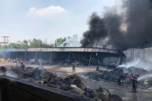 Cháy lớn tại xưởng nhựa tái chế ở vùng ven TP.HCM