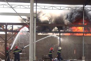 Vụ cháy làm 11 người mắc kẹt ở Bình Chánh