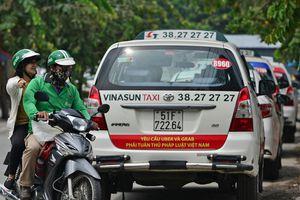 Tiếp tục hoãn phiên tòa xét xử vụ taxi Vinasun kiện Grab