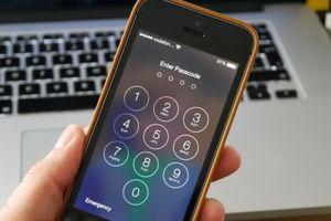 Con trai nghịch ngợm khiến iPhone của mẹ bị khóa... 47 năm