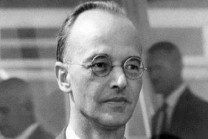 Huyền thoại điệp viên làm đảo lộn lịch sử hạt nhân