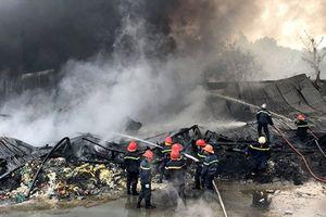 Một ngày xảy ra 2 vụ cháy lớn ở TP.HCM