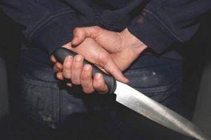 Nam thanh niên cầm dao đâm sư trụ trì