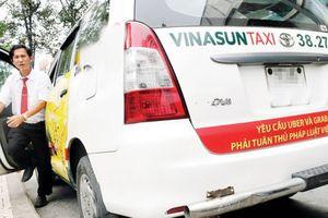 Tạm đình chỉ vụ án Hãng Taxi Vinasun kiện Taxi Grab