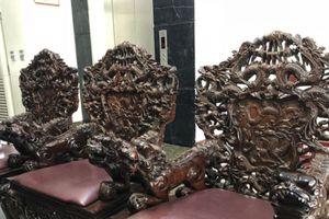 Bộ bàn ghế chạm rồng 17 món đại gia trả 5 tỷ không bán ở Bắc Ninh 'độc' cỡ nào?