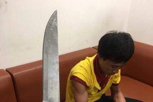 Nghệ An: Một tài xế taxi dùng dao đe dọa lực lượng an ninh sân bay