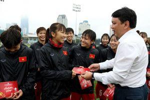 Ngày 8.3 và 'hoa hồng' cho bóng đá nữ