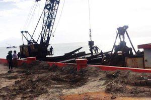 Chưa 'thanh toán' xong bãi xác tàu dưới Vịnh Quy Nhơn