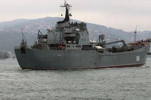 Cận cảnh tàu Nga chất đầy vũ khí nhằm hướng quân cảng Syria