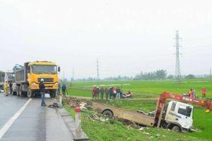 Nghệ An: Tai nạn kinh hoàng, 7 người thương vong