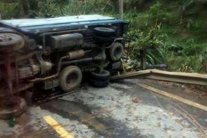 Xe tải chở dưa hấu đâm lan can đường, một người tử vong