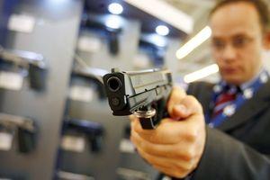 Hậu thảm sát trường học, Florida nâng tuổi mua vũ khí, cấp súng cho giáo viên