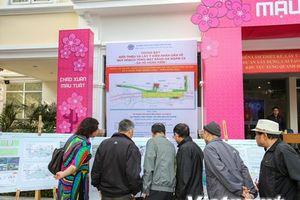 Người Hà Nội thích thú đi xem trưng bày ga tàu điện ngầm Hồ Gươm