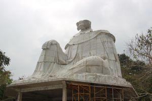 Phạt 30 triệu đồng đơn vị xây trái phép, buộc tháo dỡ tượng Bà Chúa Xứ trên Núi Sam