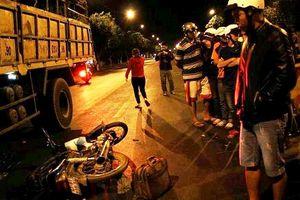 Đắk Lắk: 2 xe máy tông nhau, một người văng xuống đường bị xe tải cán tử vong