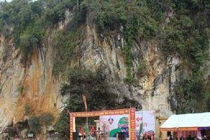 Nghệ An: Tưng bừng lễ hội Hang Bua