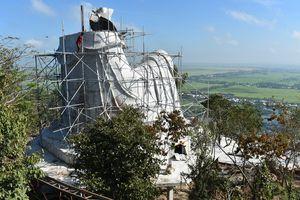 Tháo dỡ công trình xây dựng trái phép trên Núi Sam, An Giang