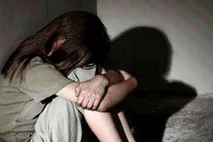 Tạm giữ người đàn ông 52 tuổi nghi xâm hại bé gái hàng xóm