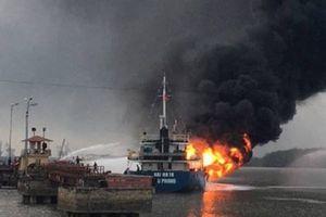 Hải Phòng: Đang cháy tàu chở dầu 2.000 tấn sau tiếng nổ lớn