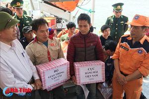 Cứu tàu cá cùng 7 ngư dân gặp nạn trên vùng biển Nghệ An - Hà Tĩnh