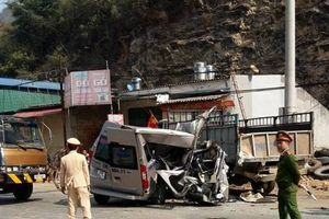 Tai nạn xe khách lúc rạng sáng, 2 người tử vong