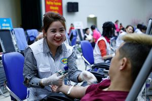 Hàng nghìn người tham gia hiến máu tại Lễ hội Xuân hồng 2018