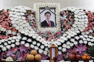 Vụ sao Hàn tự sát sau cáo buộc tình dục: Vợ con lặng lẽ lo tang lễ