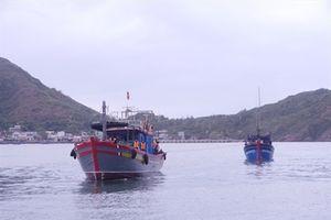Tàu cá Bình Định cùng 4 ngư dân gặp nạn được cứu hộ an toàn