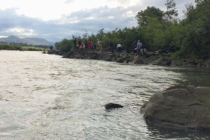 Hàng trăm người tìm kiếm 3 nam sinh mất tích khi đi tắm sông