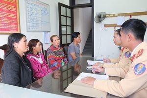 Thừa Thiên-Huế: Bắt quả tang 4 thuyền khai thác cát, sỏi trái phép
