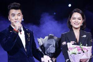 Phạm Quỳnh Anh nghẹn ngào, bật khóc trong liveshow Ưng Hoàng Phúc