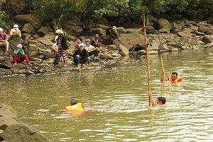 Tìm thấy thi thể 2 học sinh bị đuối nước trên sông Ba