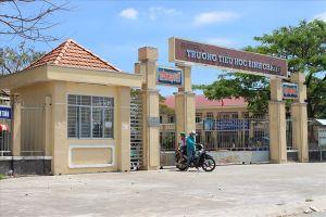 Vụ cô giáo quỳ xin lỗi: Cần sớm 'giải cứu' học sinh