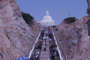 Hàng ngàn người chiêm ngưỡng tượng Phật ngồi cao nhất Đông Nam Á