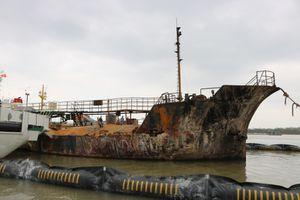 Hiện trường tàu Hải Hà 18 'tả tơi' sau vụ cháy nổ kinh hoàng