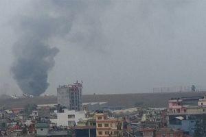 Máy bay chở khách Bangladesh gặp nạn ở Nepal